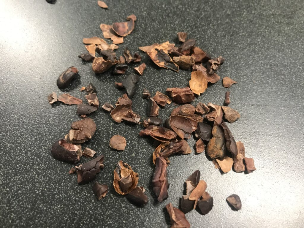 Cacao nibs with shells